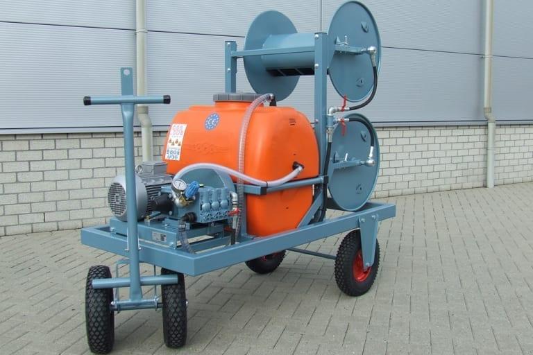 Besseling Techniek Spuitaanhangwagen met twee aanmaaktanks