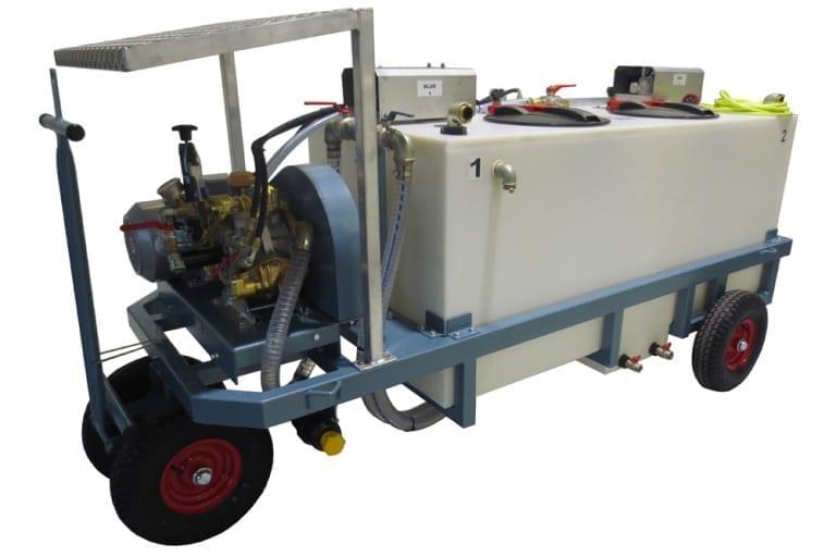 Besseling Techniek Spuitwagen met twee aanmaaktanks